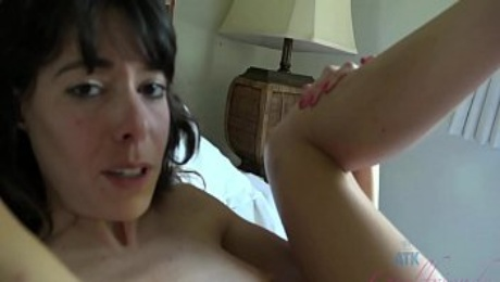 Hookup and bang an amateur MILF back at her place (Creampie)