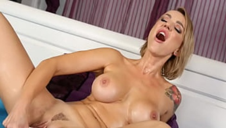 Piss Loving MILF Gets Drenched In Her Own Golden Juices