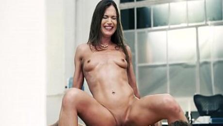 Hot MILF takes the anal way - Alyssa Reece