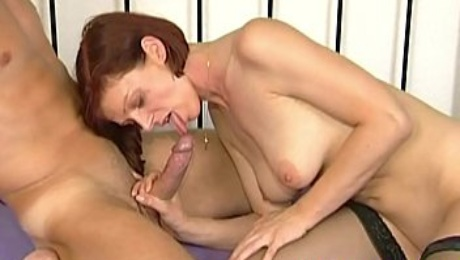 Young stepsister loves suck cock hard to put in wet cunt so take stepbrother